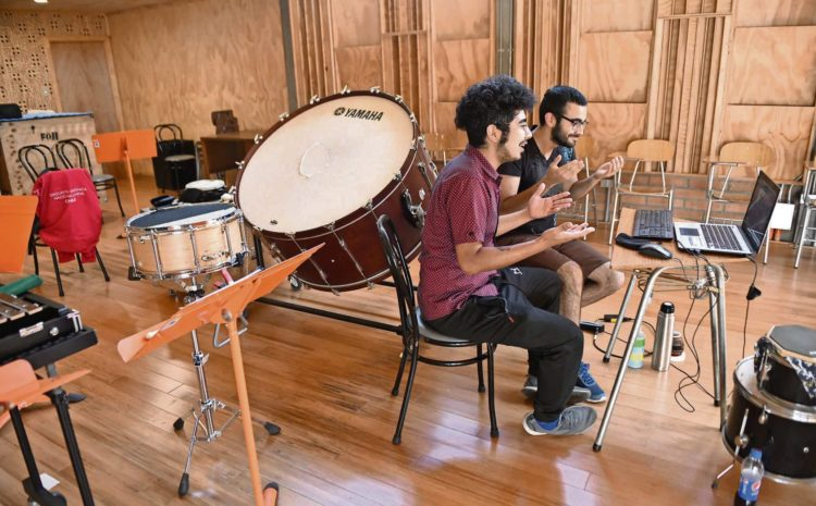 Profesores relatan cómo adaptan sus clases de música a distancia